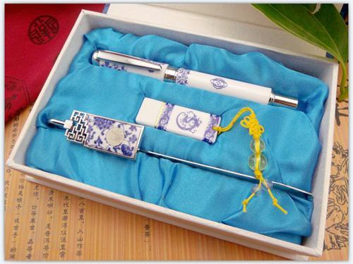 青花瓷三件套(真瓷笔+书签+传统U盘)